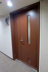 OMビル6階 改装後扉